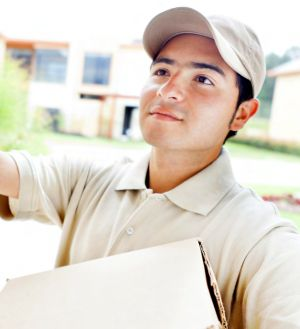 Same-day delivery: a key differentiator in multichannel retailing>Delivery man> Dassault Systèmes®